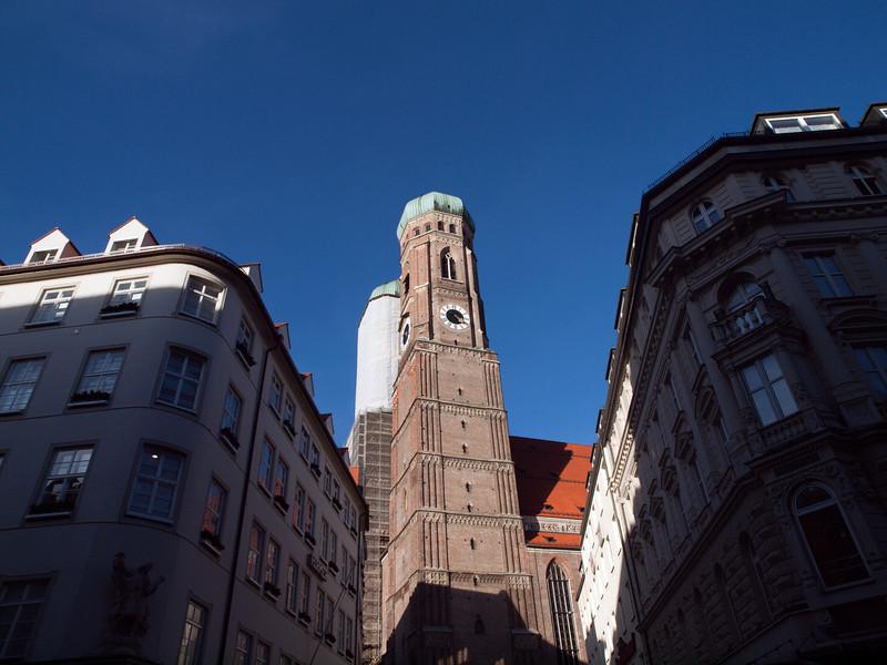 Frauenkirche, Munich<br /> <br /> Olympus E-600, Zuiko 12-60/2.8-4.0