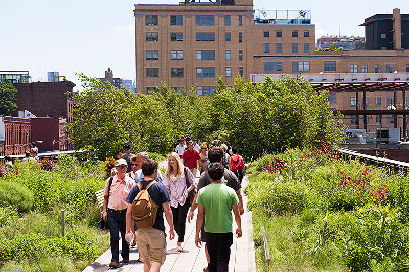 The High Line looking south from between 13th and 12th Streets