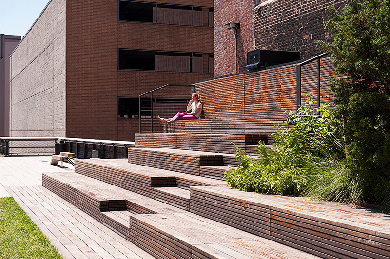 """The High Line at the """"Steps"""" at """"The Lawn"""" between 23rd and 22nd Streets"""