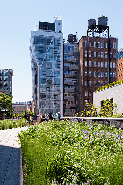 The High Line looking south from between 25th and 24th Streets
