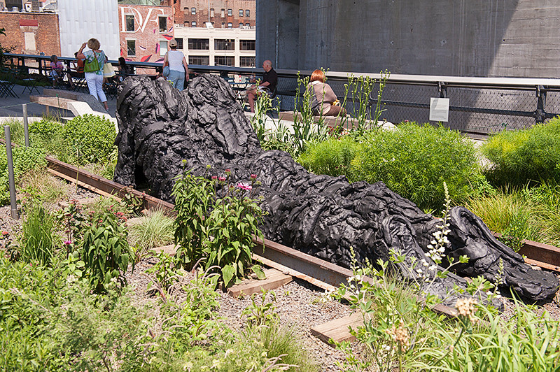 """The High Line between 13th and 12th Streets, Thomas Houseago's bronze sculpture """"Lying Figure"""" (2011)"""