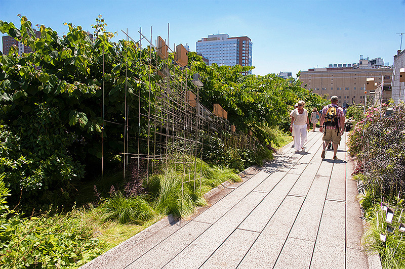 Strolling on the High Line past the garden sculpture by Sarah Size between 21st and 20th Streets
