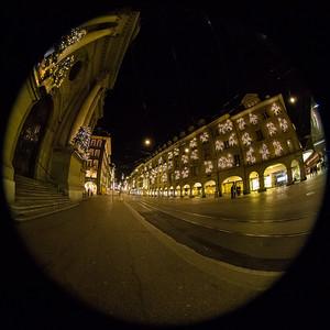 Beim Loebegge in Bern, Blick in die Marktgasse; links die Heiliggeistkirche