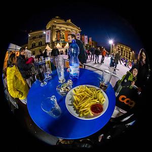 Pommes und Ketchup vor dem Bundeshaus