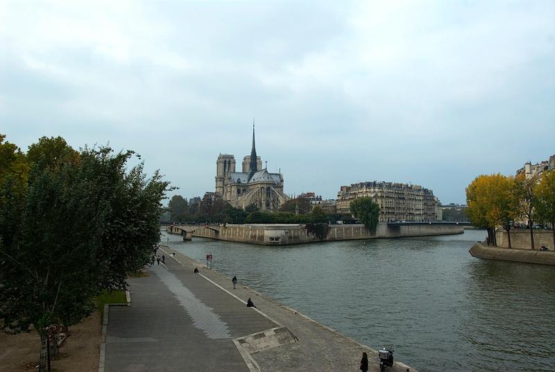 Paris: Notre Dame de Paris on Ile de la Cité in Seine River