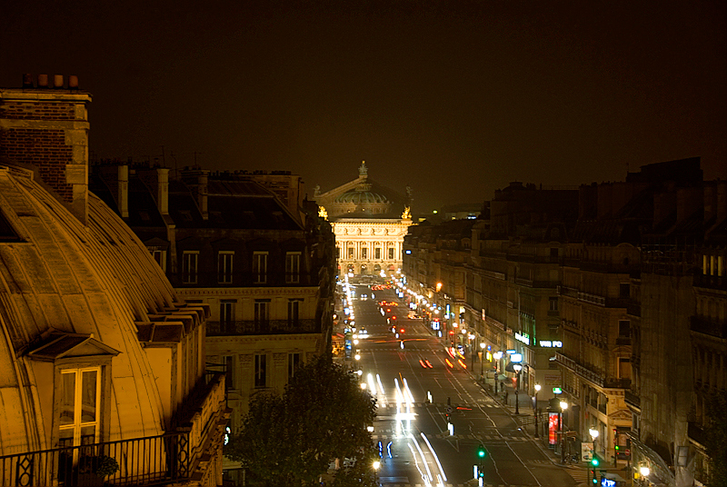 Paris: L Opera de Paris, with the Palais Garnier behind