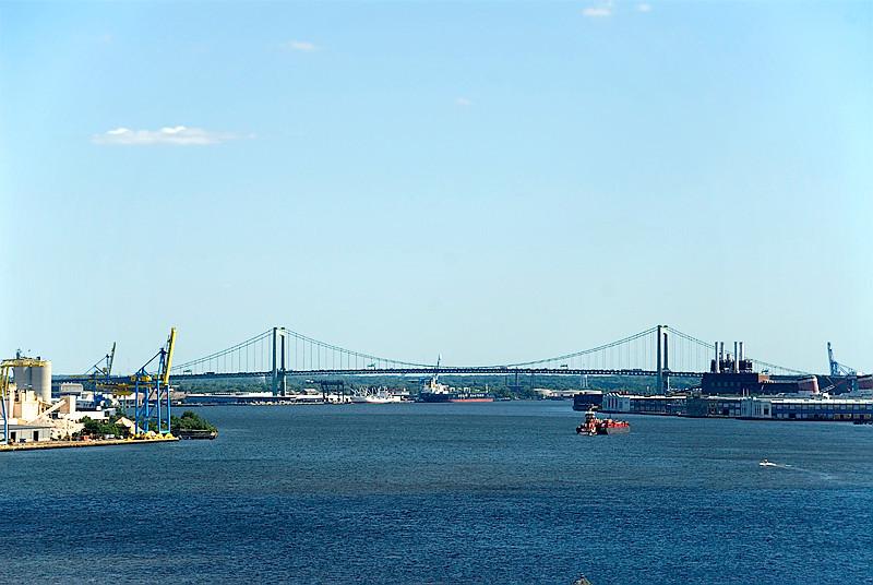 View from the Ben Franklin Bridge, Philadelphia, of the Walt Whitman Bridge over the Delaware River