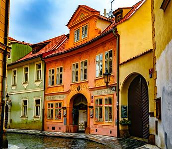 Tri Stoleti, Prague