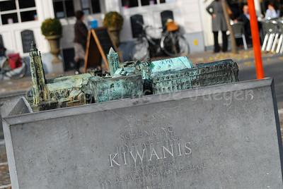 This bronze replica is found on the Market Square in Roeselare, Belgium and represents a map of the inner city. It was a gift of the Kiwanis serviceclub to the city.