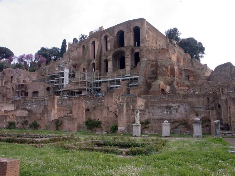Palatin northeast side & House of the Vestals<br /> Konica Minolta Dimage A2