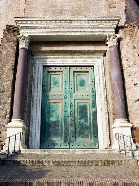 Temple of Romolus - original bronze door<br /> Konica Minolta Dimage A2