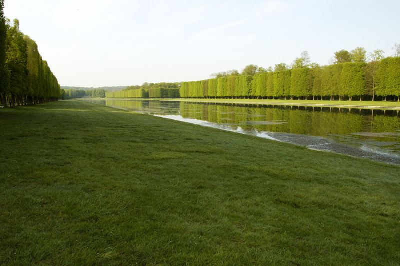 Chateau Versailles Gardens May 06 31