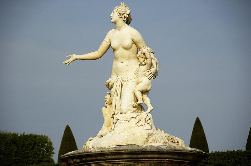 Chateau Versailles Gardens May 06 12