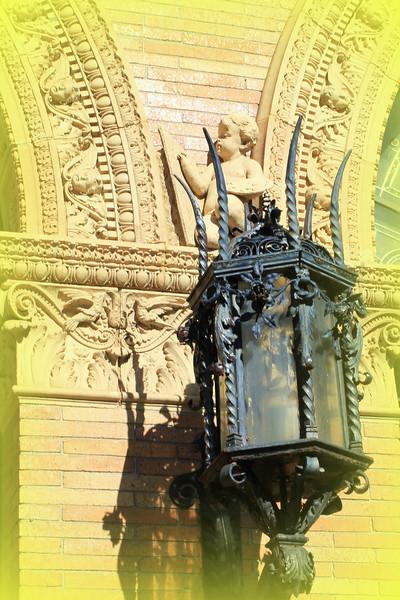 Angel on Lamp Quadrangle copyrt 2017 mburgess