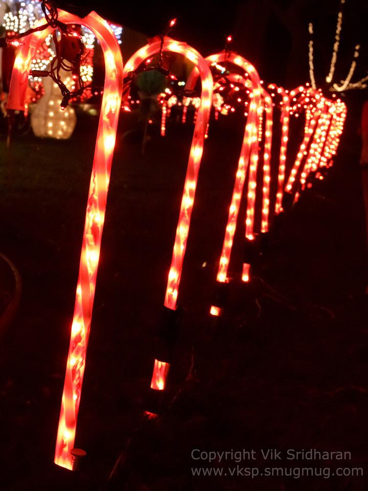 http://www.vksphoto.com/CitiesBuildingsetc/Christmas-Lights-in-Torrance12/i-J2Dvbq7/0/X2/IMG_1038CS5%2012-21-12-X2.jpg