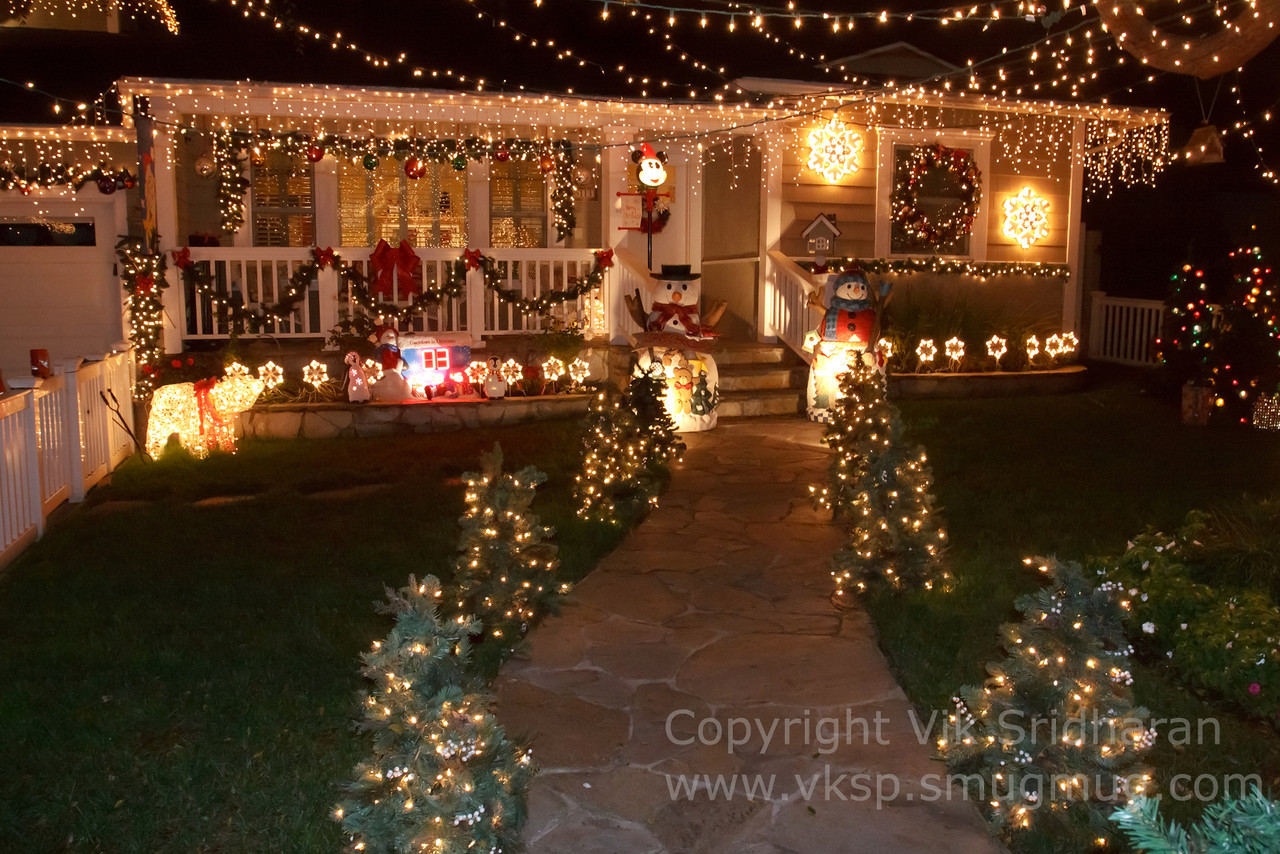 http://www.vksphoto.com/CitiesBuildingsetc/Christmas-Lights-in-Torrance12/i-S7RZkw9/0/X2/IMG_1004CS5%2012-21-12-X2.jpg