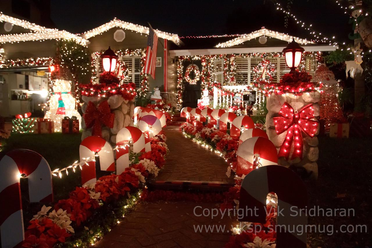 http://www.vksphoto.com/CitiesBuildingsetc/Christmas-Lights-in-Torrance12/i-q6RJR5T/0/X2/IMG_0948CS5%2012-21-12-X2.jpg