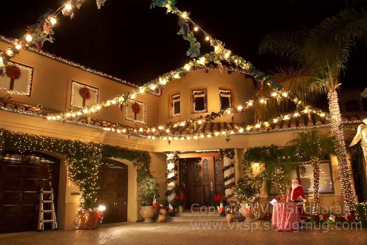 http://www.vksphoto.com/CitiesBuildingsetc/Christmas-Lights-in-Torrance12/i-qdDJwwm/0/X2/IMG_1053CS5%2012-21-12-X2.jpg