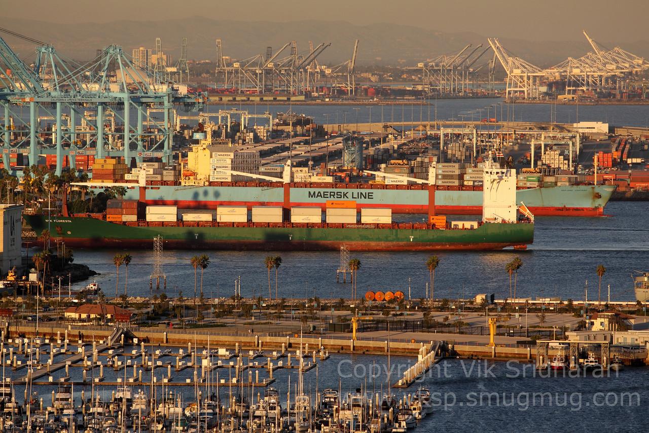 http://www.vksphoto.com/CitiesBuildingsetc/Port-Traffic/i-MNjrdZs/0/X2/IMG_4587-X2.jpg
