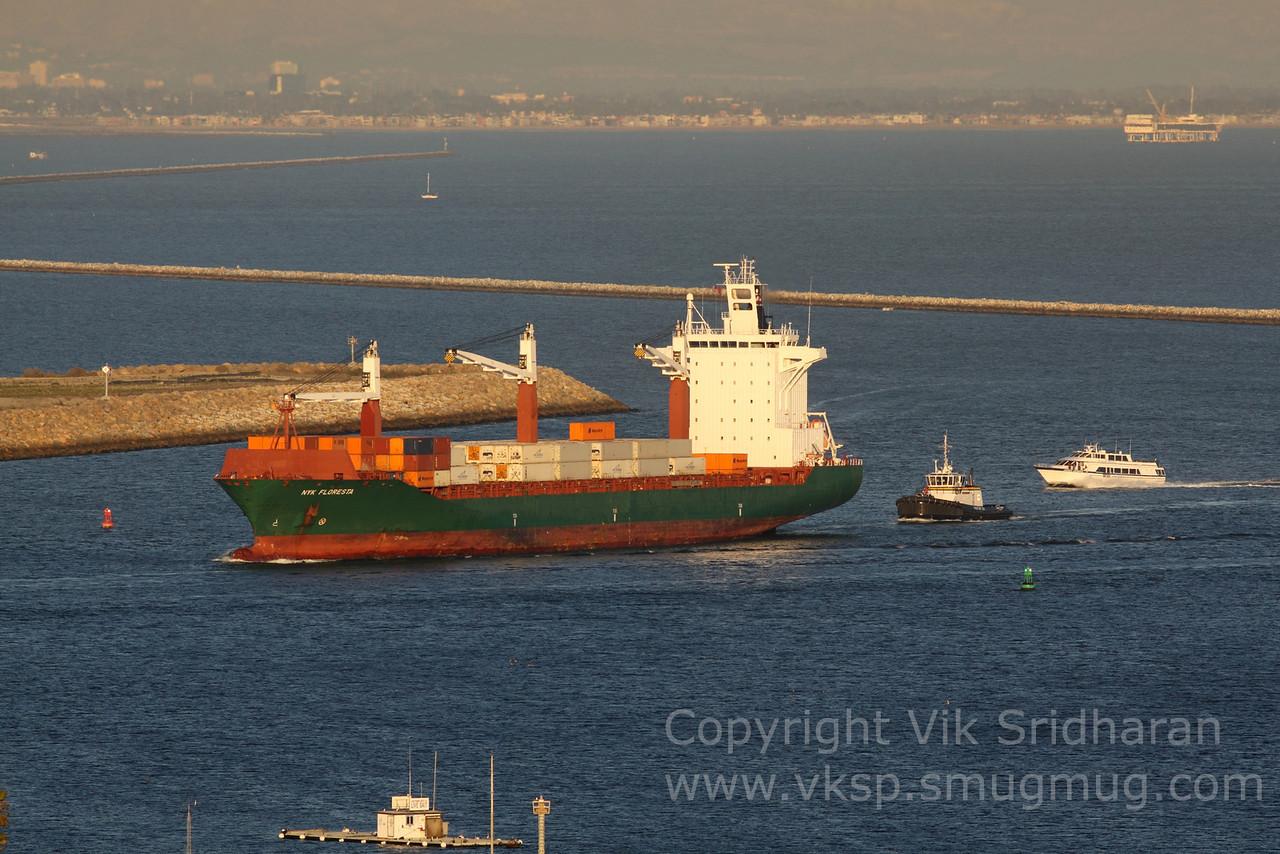 http://www.vksphoto.com/CitiesBuildingsetc/Port-Traffic/i-WpStXt5/0/X2/IMG_4564-X2.jpg