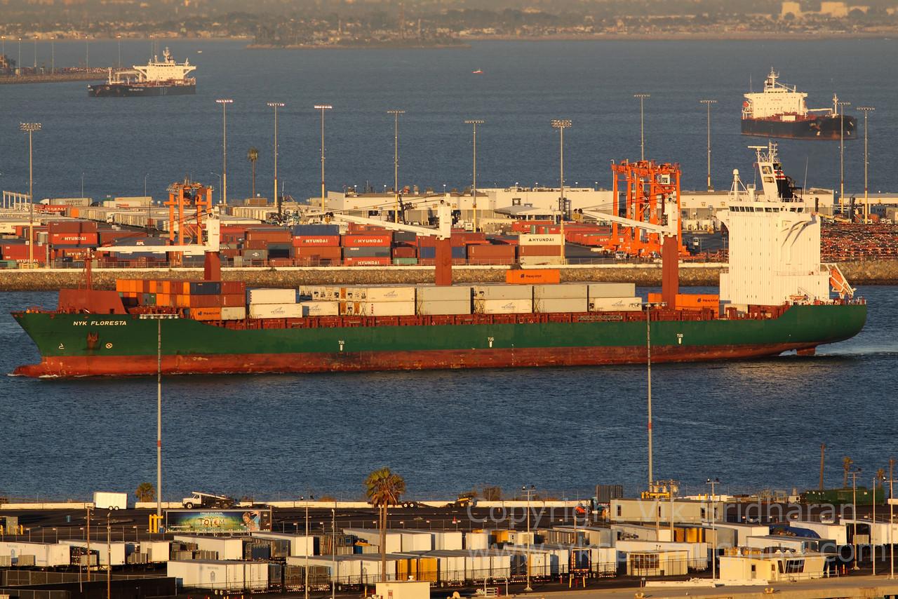 http://www.vksphoto.com/CitiesBuildingsetc/Port-Traffic/i-s2St3BW/0/X2/IMG_4576-X2.jpg