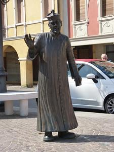 Piazza Matteotti: la statua di don Camillo