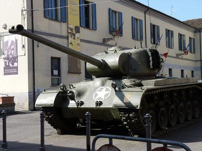 """Il carroarmato """"di"""" Peppone era un M-24 Chaffee - Questo è un M-26. Ma va bene lostesso"""