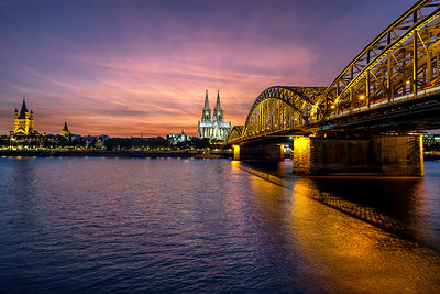 Spectaclar sunset in Cologne