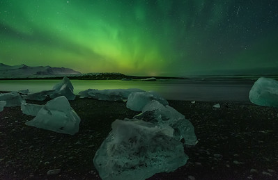 Diamond Beach under the Northern Lights