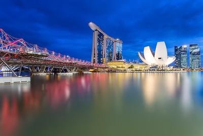 Helix Bridge with the amazing Marina Bay Sands