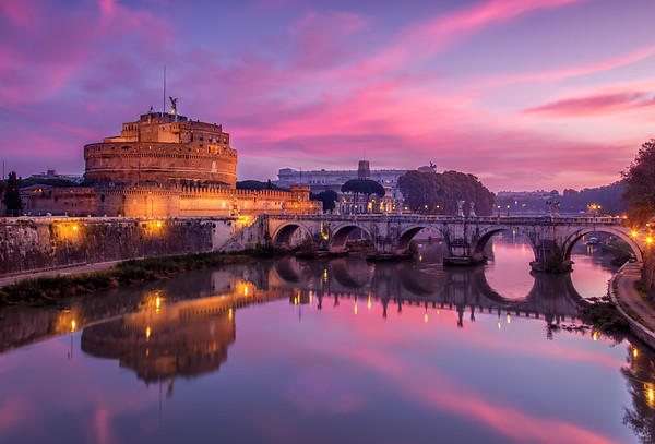 Spectaclar sunrise  behind Ponte sant angelo