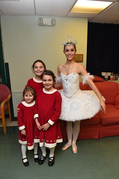 2015-12-04 Grossman Granddaughters with Snow Queen
