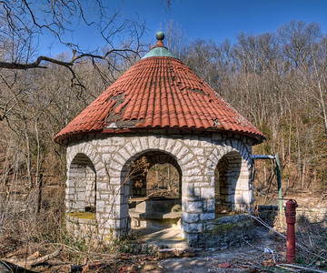 Gazebo (pump house?) above Glenn's Creek.
