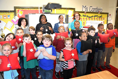 Lunch with the Mayor: School #42 to help students give handmade pillows to Willow -  6/1/2015