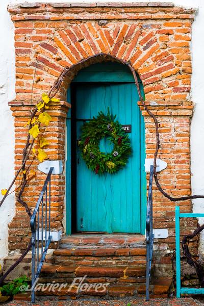 Door with holiday reef