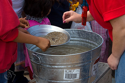 Kids panning for gold at the Wells Fargo exhibit