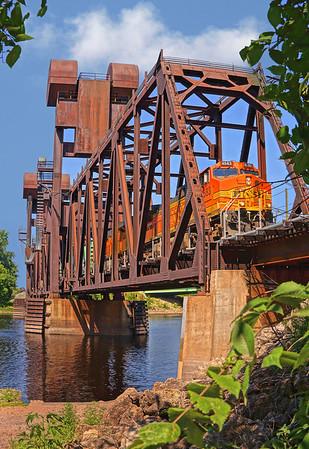 BNSF hauls over St. Croix river