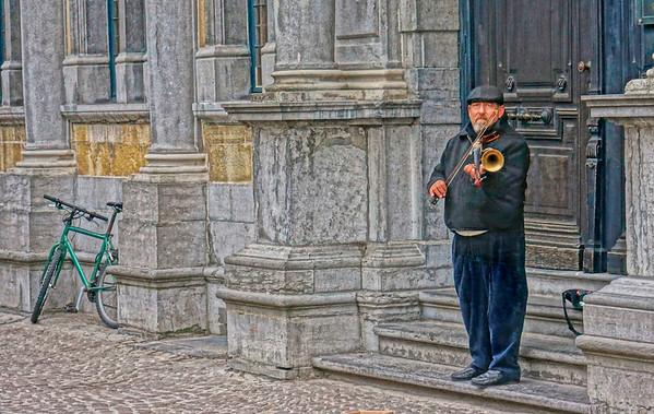 Brugge, Belgium street musician, #0673