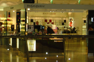 De Galeries Lafayette in Quartier 207. Luxe winkels in de Friedrichstadt-passagen.