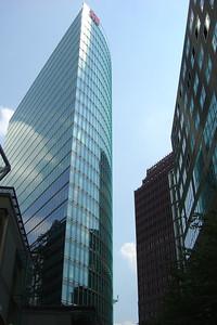 Het Beisheim Center, een creatie van staal en glas.