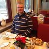 Patrick aan de ontbijttafel.