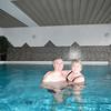Patrick en Rosa in het zwembad.