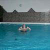 Patrick in het zwembad.