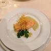 Eifler Lachs auf einer grünen Meerrettichsauce,  und Kartoffelstroh.