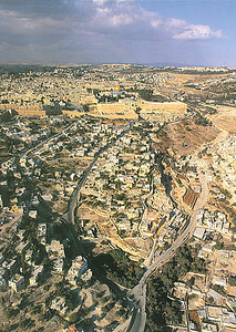 City of David aerial view from south, Old City to the North (above the COD) (imj.org.il)