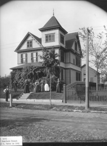 1901 photo (in Holyoke History Room) of the house at 127 Nonotuck.