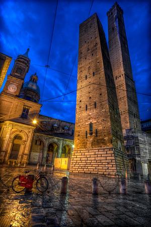 Le Due Torri Garisenda e degli Asinelli - Bologna
