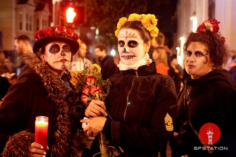 "Photo by Gabriella Gamboa<br><br>See event details: <a href=""http://www.sfstation.com/dia-de-los-muertos-sf-day-of-the-dead-procession-and-festival-of-altars-e1737021"" rel=""nofollow"">Dia De Los Muertos 2013 </a>"