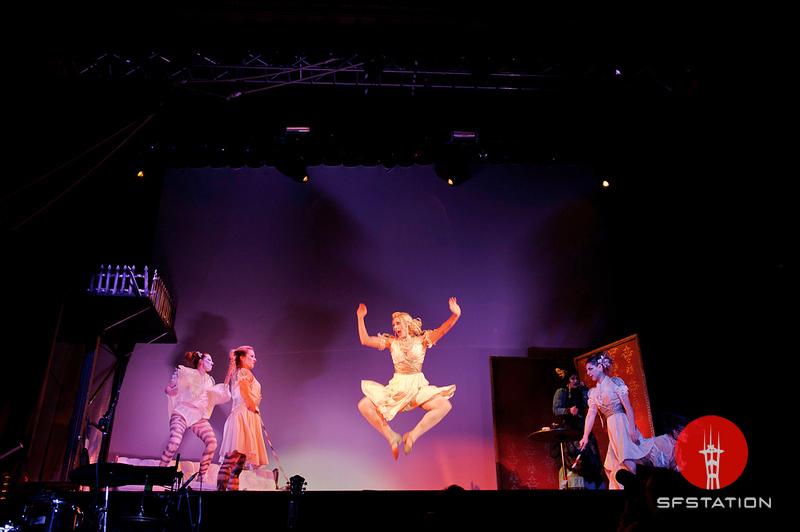 "Photo by Niall David<br /><br /> <a href=""nialldavid.com""> http://nialldavid.com</a><br /><br />  <b>See Event Details:</b> <a href=""http://www.sfstation.com/the-12th-annual-edwardian-ball-e1452831"">12th Annual Edwardian Ball</a>"