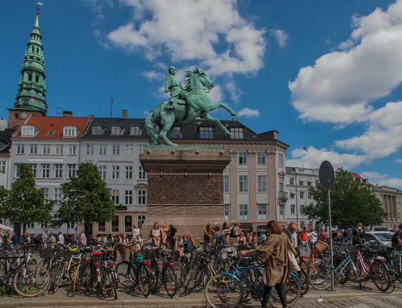 Absalon statue on Højbro Plads. Photo: Martin Bager